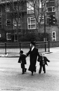 Verbal vanguard: Orthodox Jewish children are taught Yiddish as an important part of forging their cultural identity (NORTE_IT)