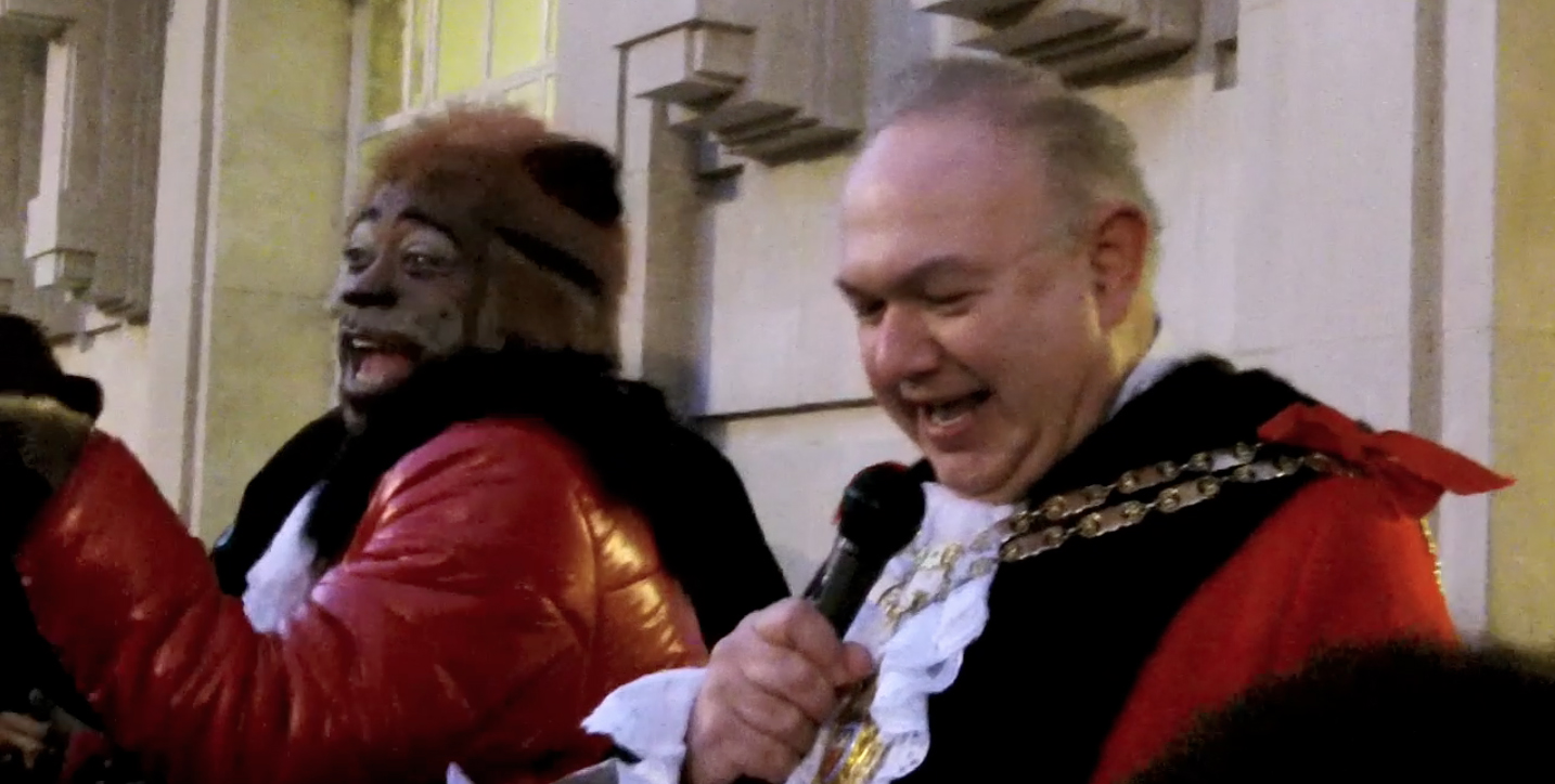 Hackney Speaker turns on christmas lights