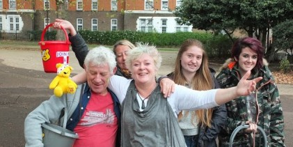 Mum dances for dosh in London Fields