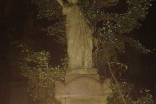 Are things really going bonk in the night in a Stoke Newington graveyard?