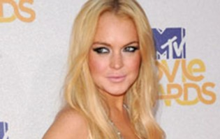 Uh oh, LiLo! Lindsay Lohan hits Hackney for community service